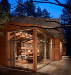 casa in legno Lake Forest Park | integrando legno antico e nuovo con illuminazione sostenibile