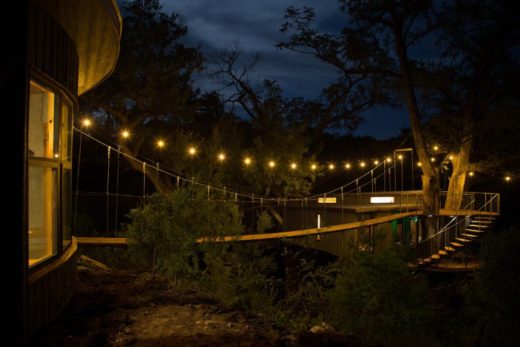 foresta yoki di notte | casa sull'albero artistree