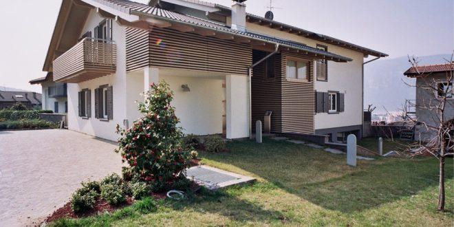 Casa altamente coibentata in legno con prato