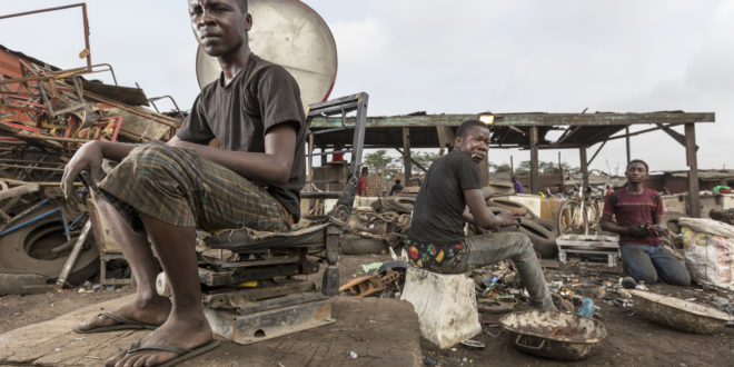 cimitero dei bit | discarica dispositivi elettronici | ghana | Accra
