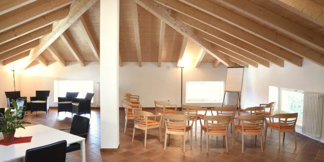 cohousing | veduta di una mansarda in legno | condividere | abitare insieme
