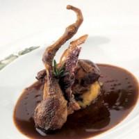 Ricetta petto di piccione grigliato e marinato, con polenta incatenata, la coscia candita, con crostino di pane toscano