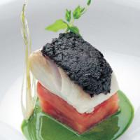 Ricetta filetto di merluzzo in crosta di olive di Gaeta con scaloppa di pomodoro di Sorrento ed emulsione di alici cetaresi