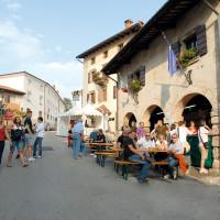 Aria di Festa, manifestazione legata al prosciutto abbinato a vini del territorio, che si tiene nel mese di giugno