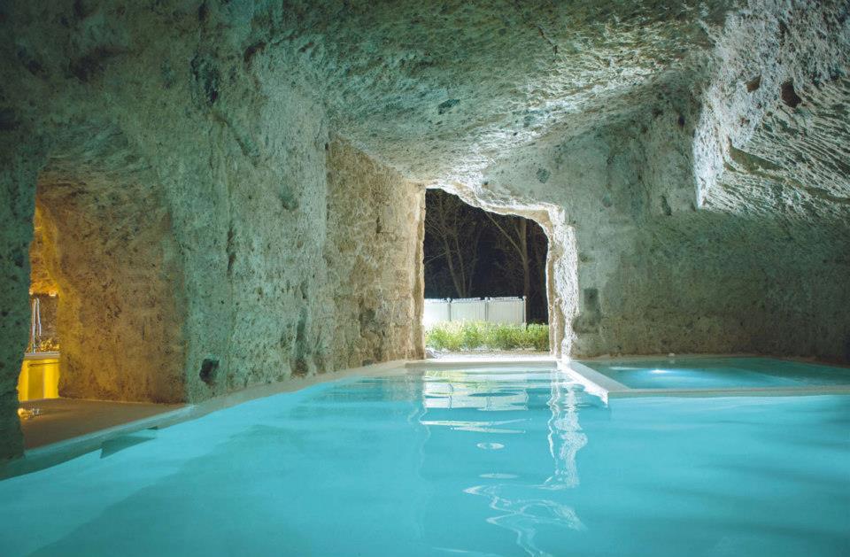 Civita Di Bagnoregio Vivere In Una Grotta on Modern Houses With Indoor Pools