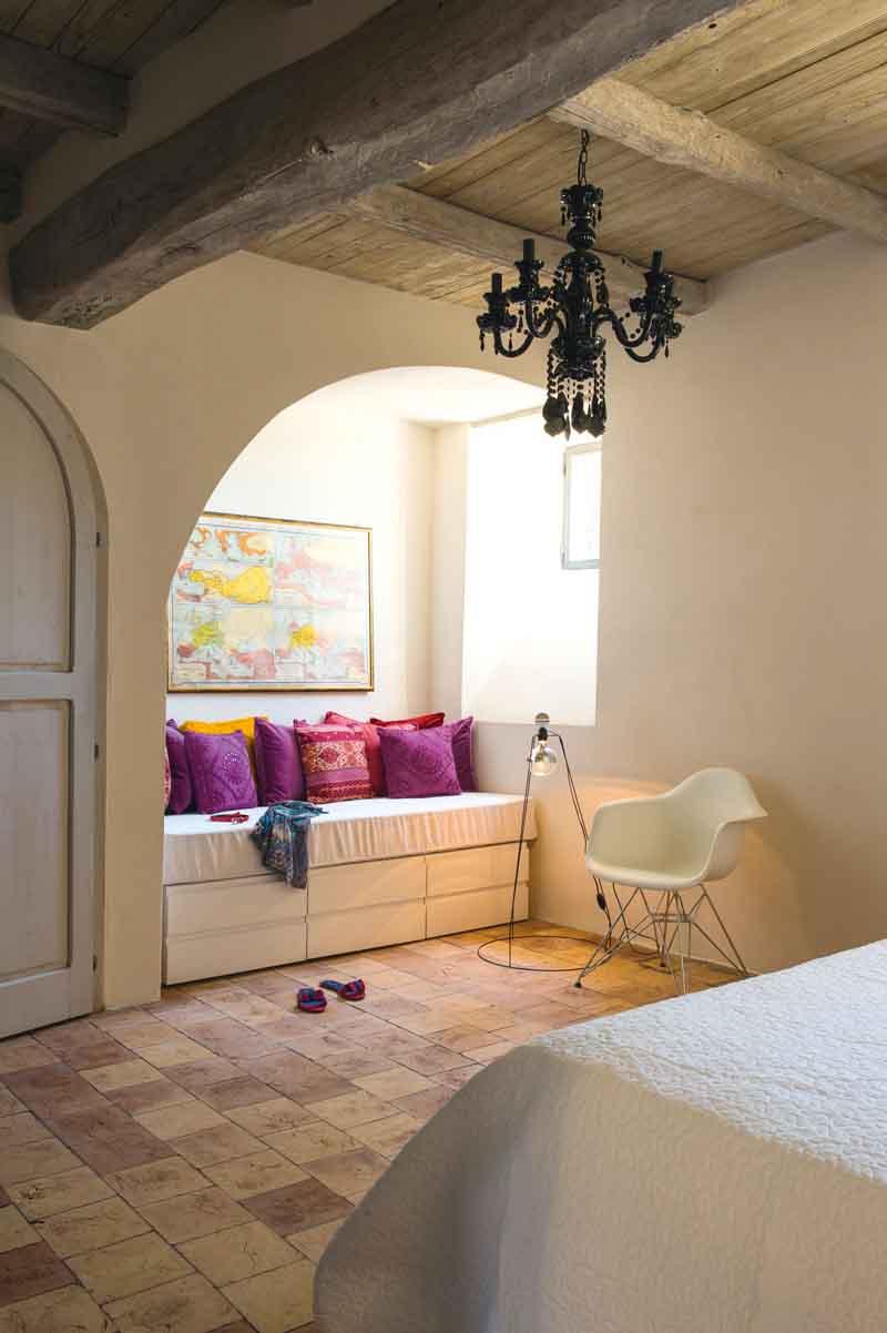 Civita di bagnoregio vivere in una grotta ville casali for Una storia di casa piani di log