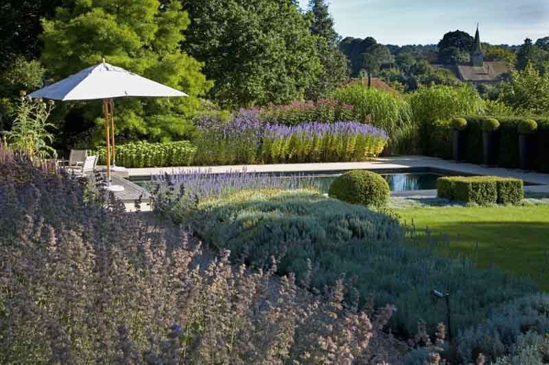 Il giardino colorato di anthony paul in bretagna ville&casali