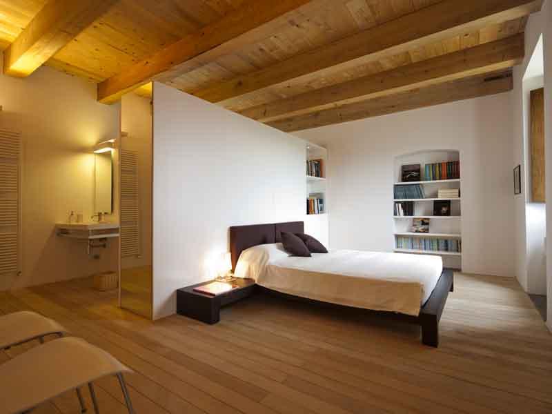 Casale con vista sulla sila - Camera da letto in mansarda ...