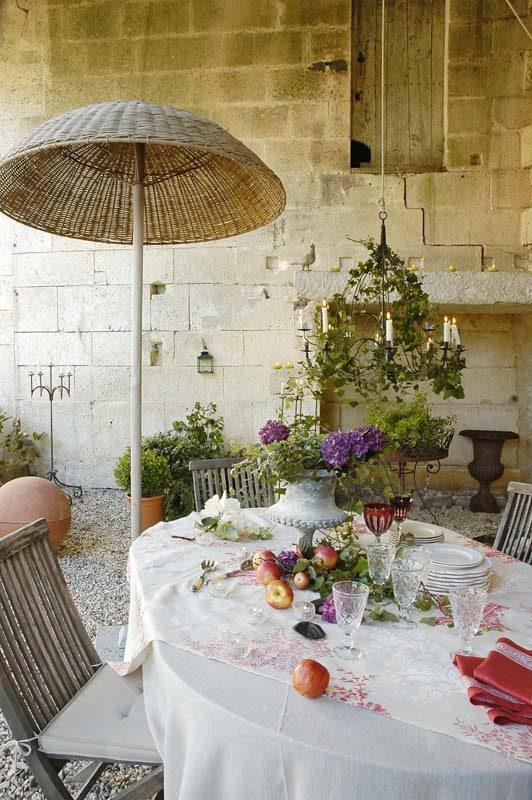 Fiori e allegria nella casa di campagna nei pressi di Bordeaux