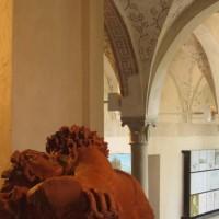 Sculture Jucci all'interno della Rocca di S.Vitale