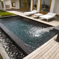 Particolare della piscina nella villa di Posillipo
