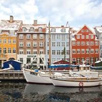 Nyhavn , l'antico porto di Copenaghen che si trova nel centro della città