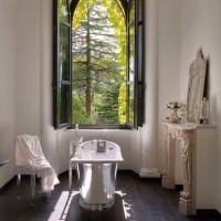 Uno dei bagni della villa