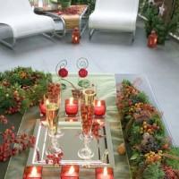 Un tavolo in lamiera metallica su cui è stato organizzato un aperitivo