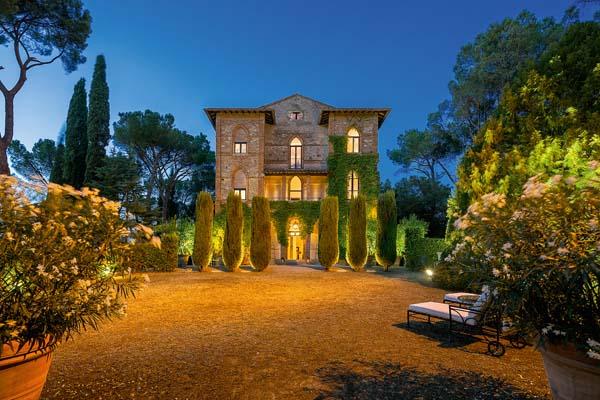 Anima gotica a chiusi ville casali for Ville stile classico