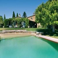 La piscina nel parco della villa