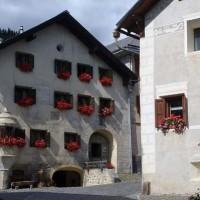 Un tipico villaggio dell'Engadina - Claudio Giovanni Colombo/Shutterstock