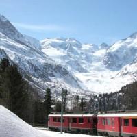 Il treno rosso che percorre l'Engadina - s74/Shutterstock