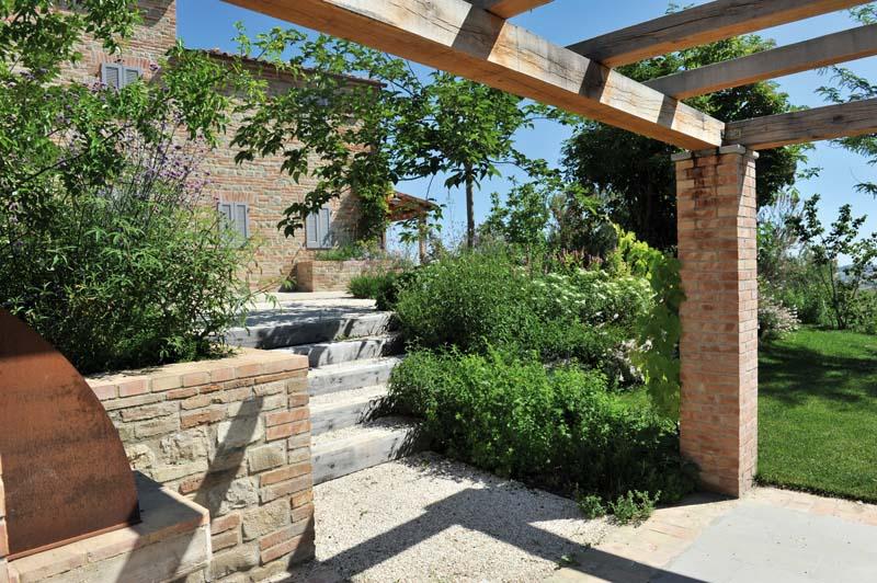 L 39 oasi verde degli inglesi nelle marche ville casali - Muretti in pietra giardino ...
