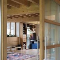 il soggiorno che unisce la cucina e il giardino d'inverno