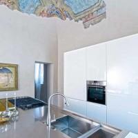 La cucina; sul soffitto sono stati recuperati gli affreschi dell'epoca del Cardinale Alberoni