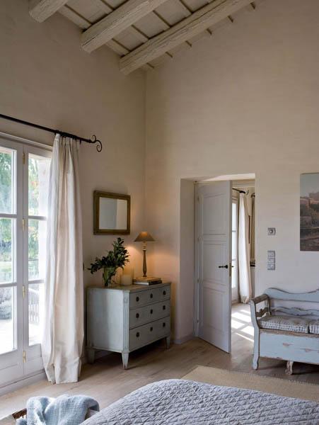 Confortevoli spazi in una fattoria spagnola ville casali for Letto stile fattoria