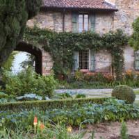 Il casale e parte del giardino