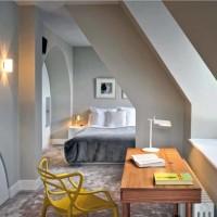Una delle camere da letto del loft londinese
