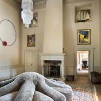 L'ingresso con il divano Aster Papposus