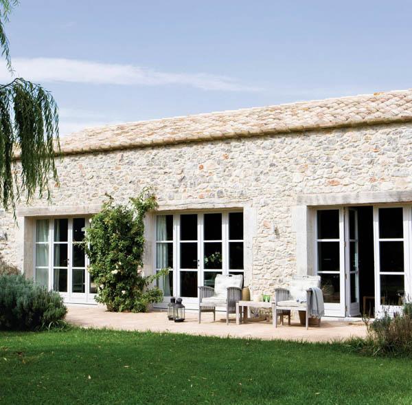 Confortevoli spazi in un 39 antica fattoria spagnola ville for Esterno di case di campagna francesi