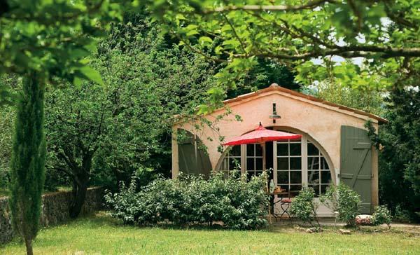 Vintage tra i colli ville casali for Casa provenzale francese