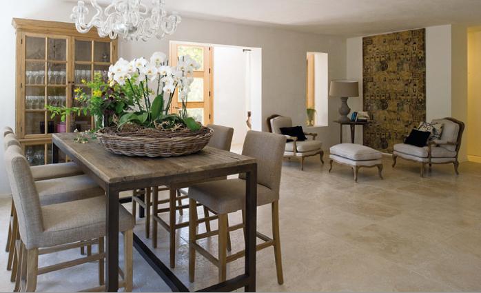 Toni delicati in una casa colonica marchigiana ville casali for Piani di casa artigiano con immagini