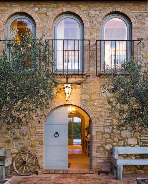 Toscana e vino in un wine resort di charme ville casali for Interni di casali ristrutturati