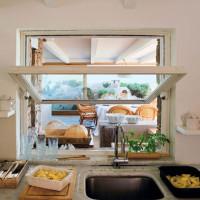 La cucina affaccia sul living esterno