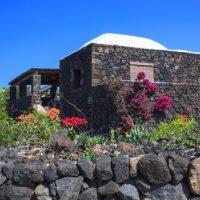 L'isola nell'isola: un libro sui dammusi