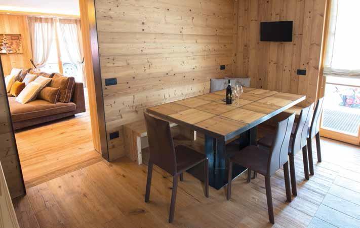 legno e moderno per la casa di montagna - Soggiorno Cucina Con Camino 2