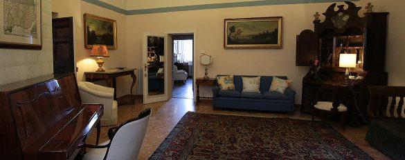 È possibile scegliere la sistemazione in camere o appartamenti
