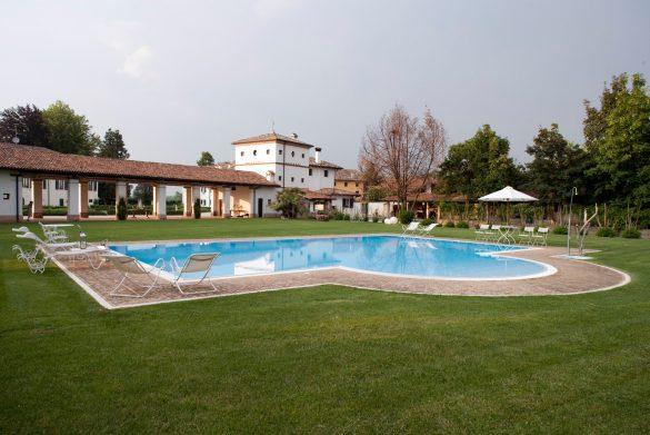 La splendida piscina e il parco della Villa