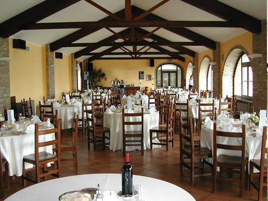 Il ristorante offre piatti della tradizione con molti ingredienti locali