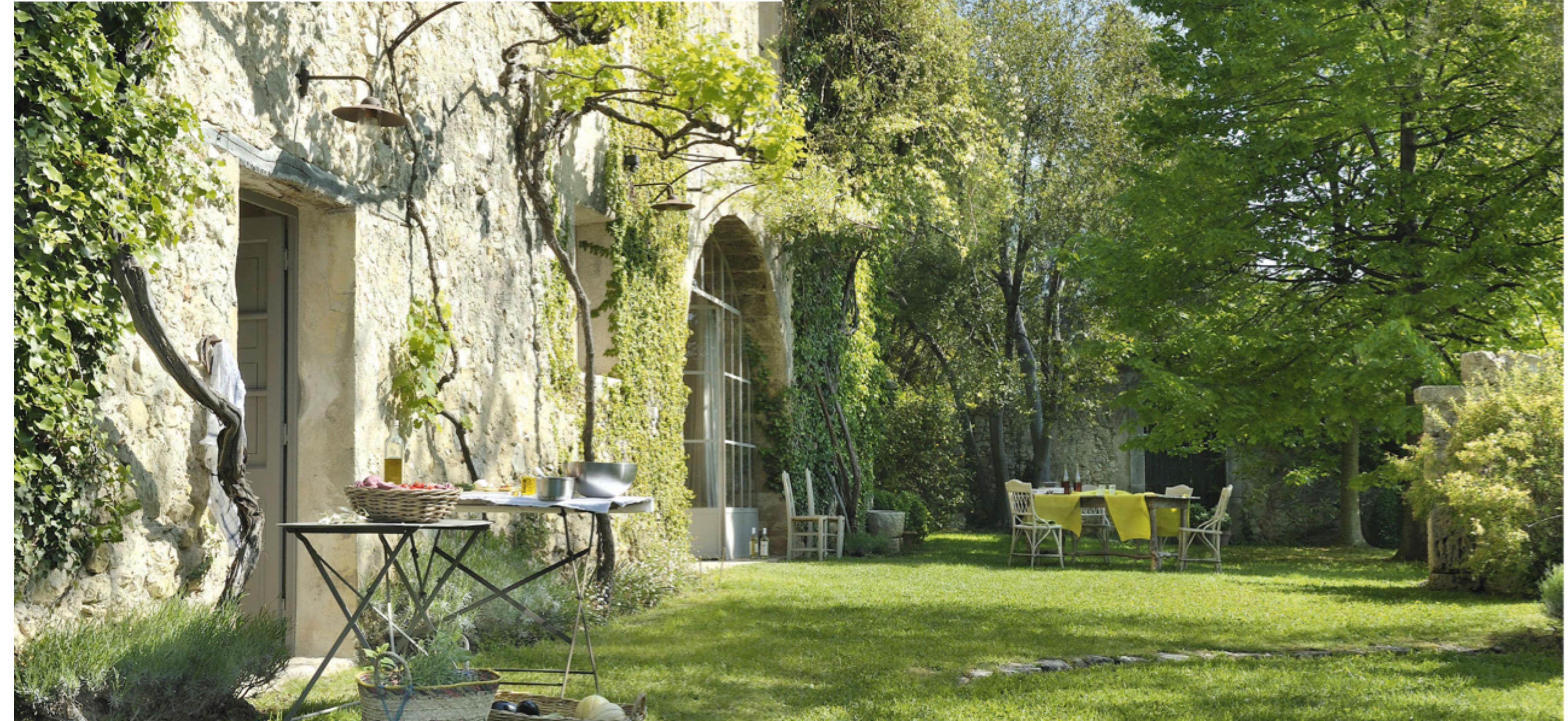 Casale in provenza un equilibrio tra sfarzo e semplicit for Ville architetti famosi