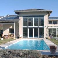 Casa con piscina immersa nella natura con stile
