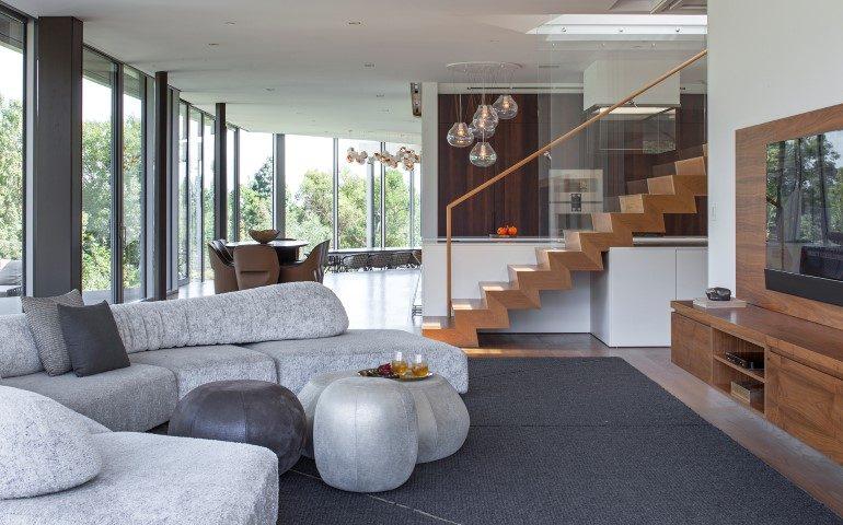 Una villa moderna luce aria e angoli acuti ville casali for Villa moderna progetto