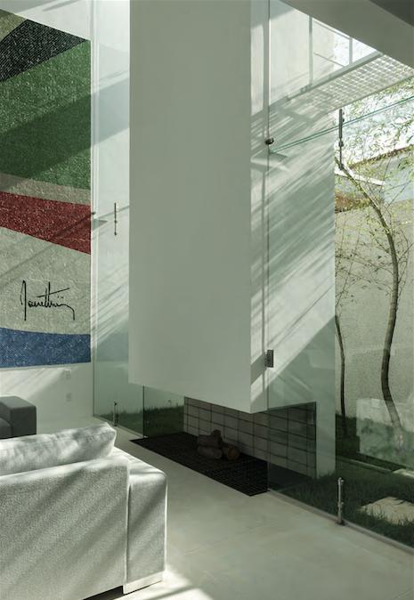 Una casa tutta bianca in brasile design e luce for Design contemporaneo di una casa a un piano
