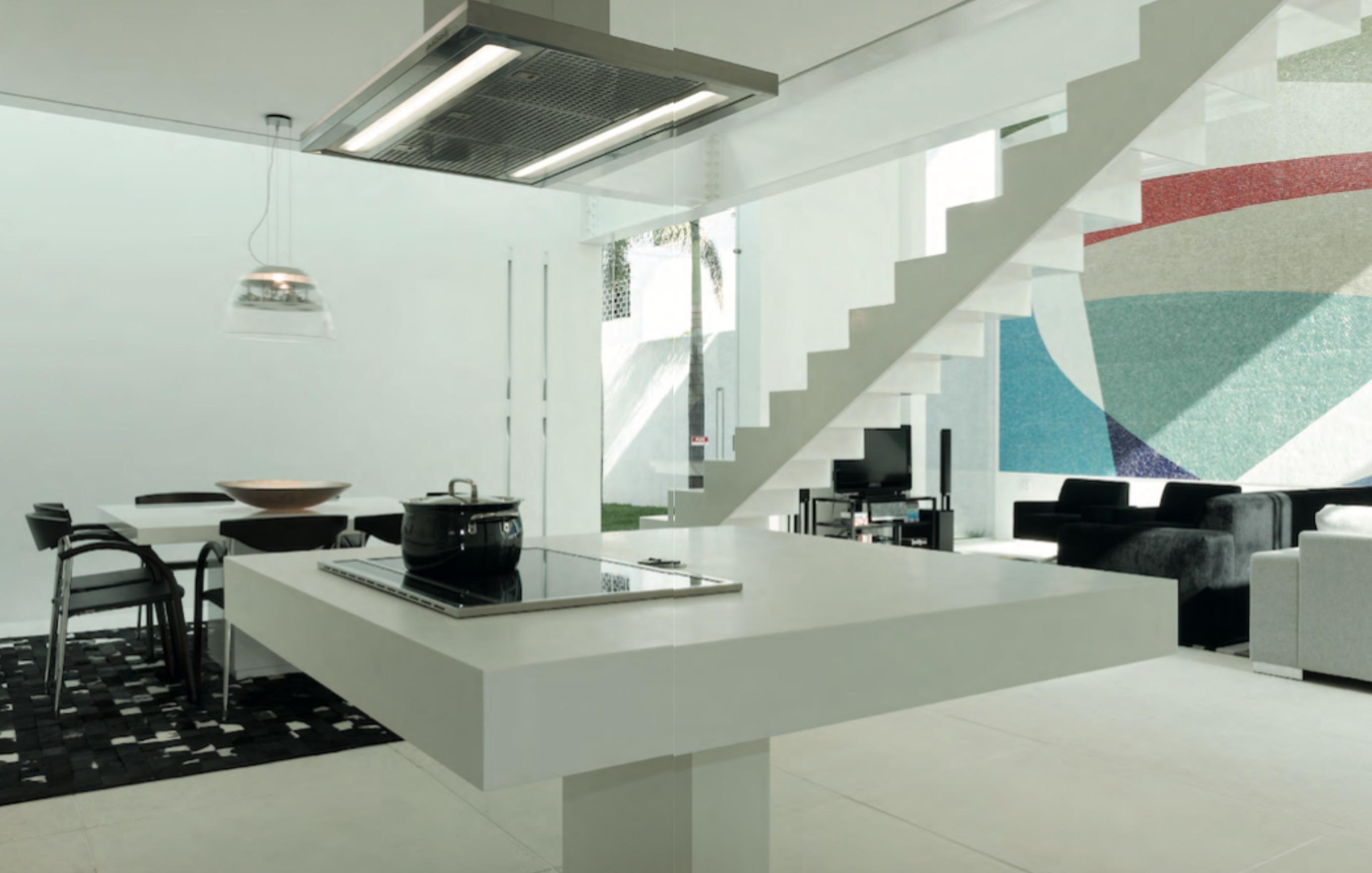 Una casa tutta bianca in brasile design e luce for Case tradizionali italiane