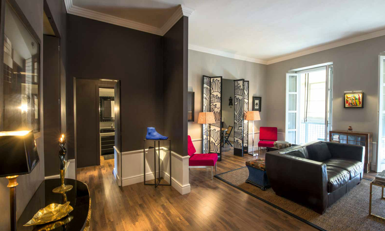 Ristrutturazione di un appartamento con giochi di colori for Piani di casa con appartamento suocera