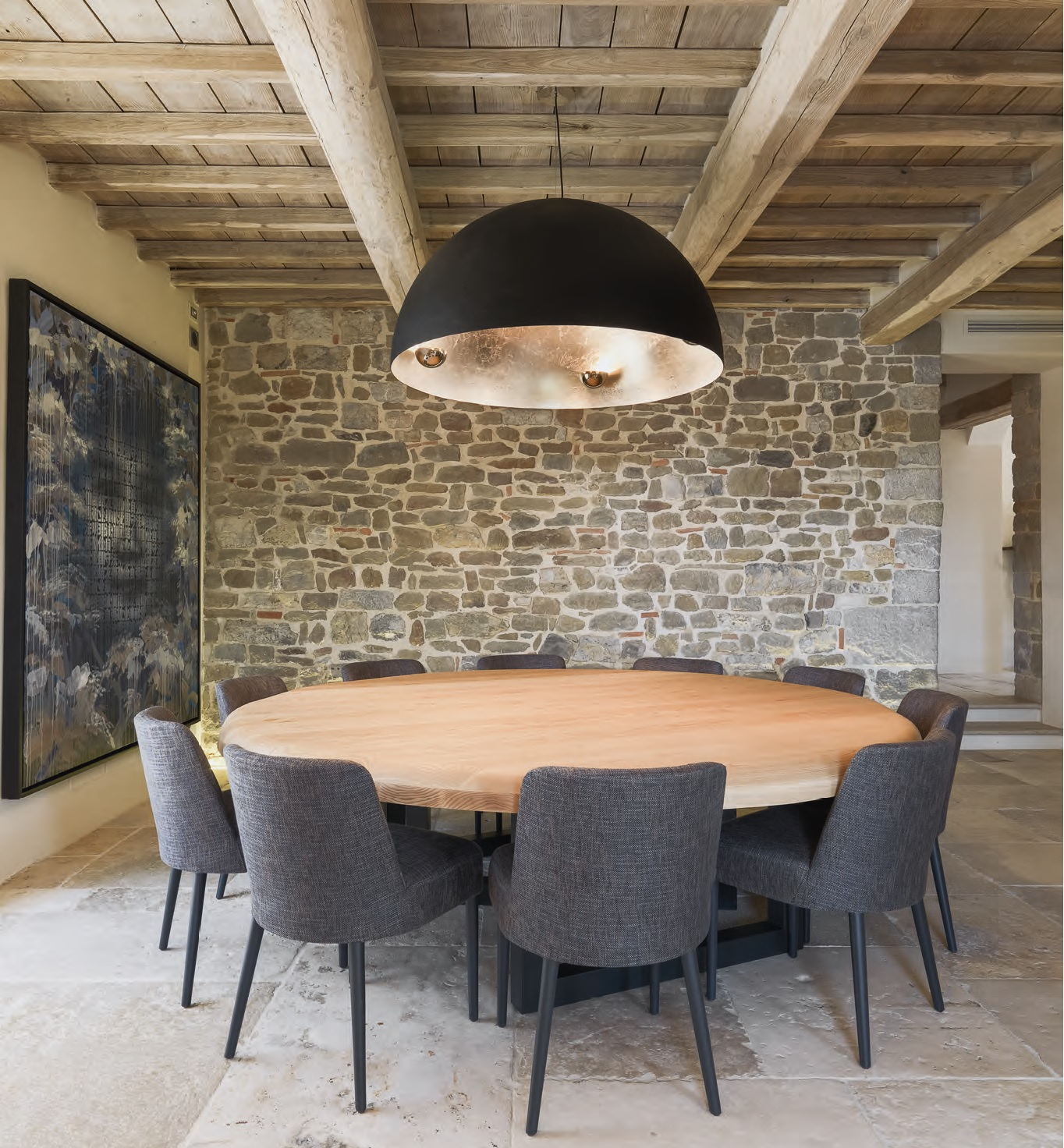 Travi a vista romantico restauro di un edificio antico for Casa moderna con tetto in legno