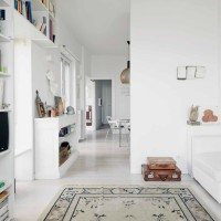 Casa d'artista in collina: giochi di luci e spazi