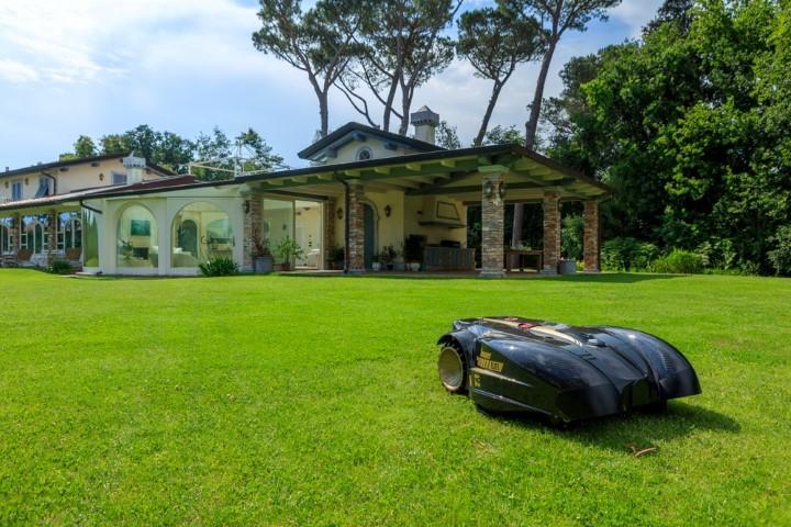 Giardini da rasare nessun problema ville casali for Arredare i giardini