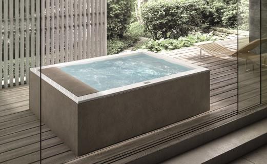 Vasca idromassaggio dentro casa o in giardino ville casali for Vasca giardino