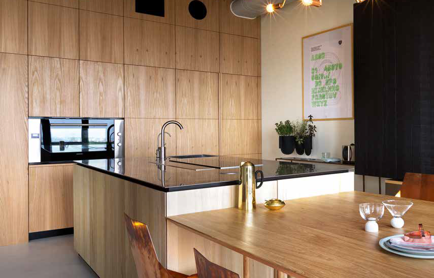 Cucina in legno naturale e cemento a vista - Ville&Casali